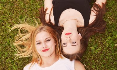 3 Sure-Fire Ways to Make an Unknown Girl Into Your Best Friend