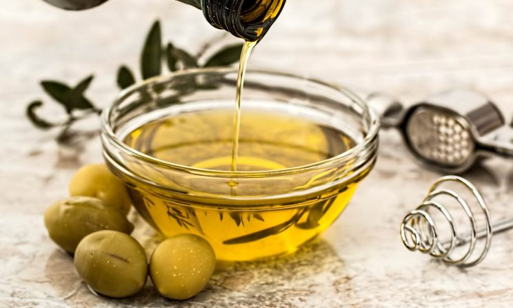 How to Make Olive Oil Hair Mask at Home (Step-by-Step Guide)