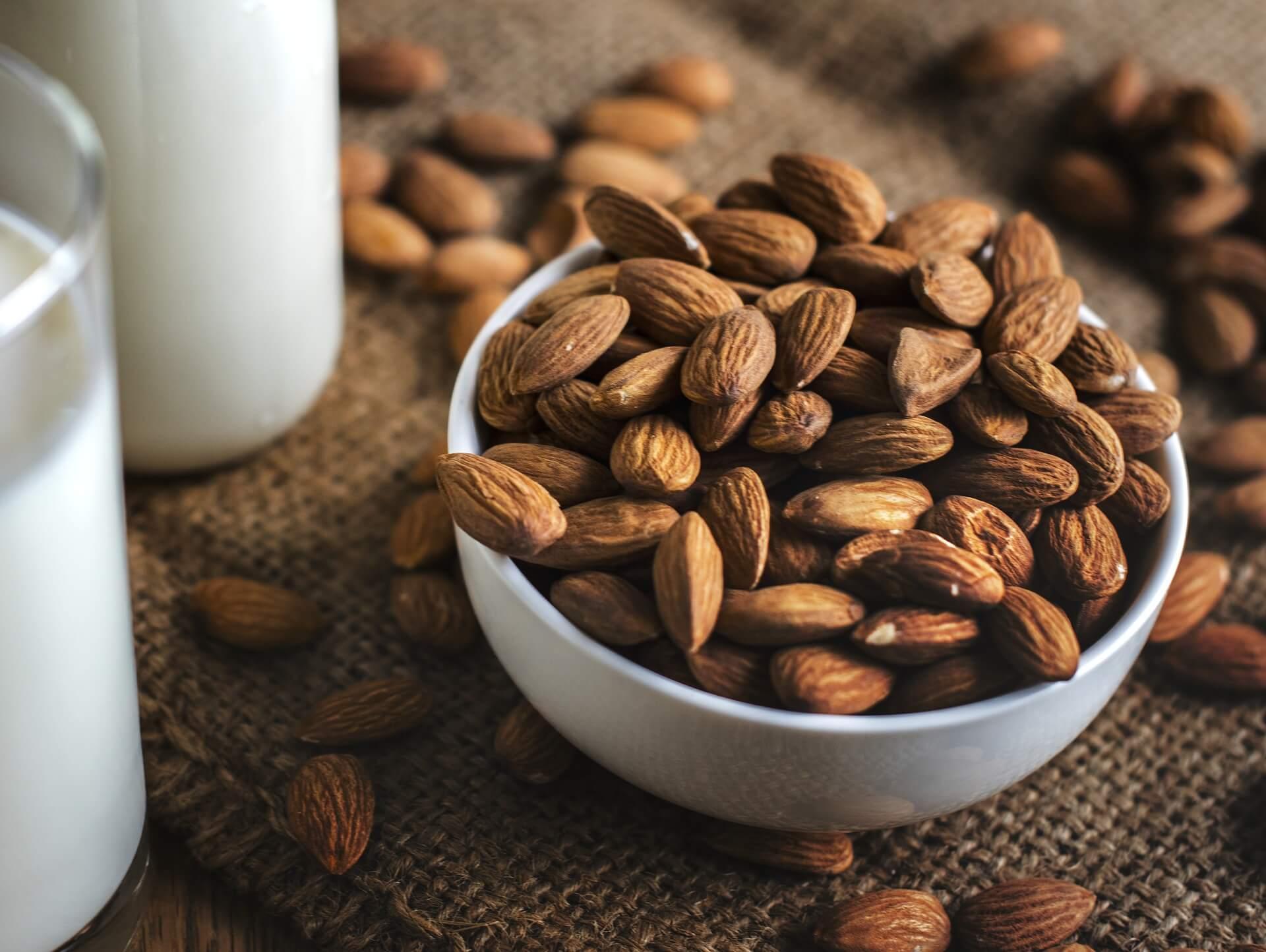 Muscle Building Foods. Alonds. milk. www.blisslife.in