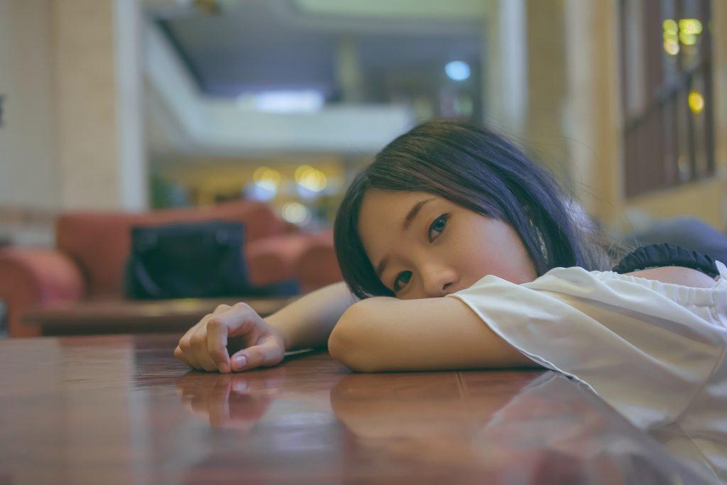 Avoid Feeling Drowsy After Lunch. girl. sleeping. tired girl. www.blisslife.in