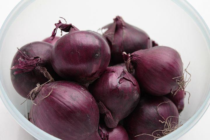 Antioxidants Rich Foods. onions. onion. bowl of onion. www.blisslife.in