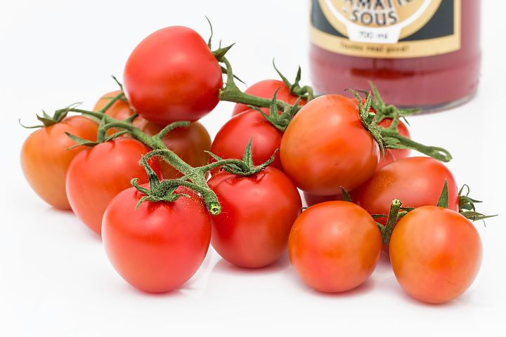 Antioxidants Rich Foods. tomatoes. bunch of tomatoes.red.tomato puree. www.blisslife.in