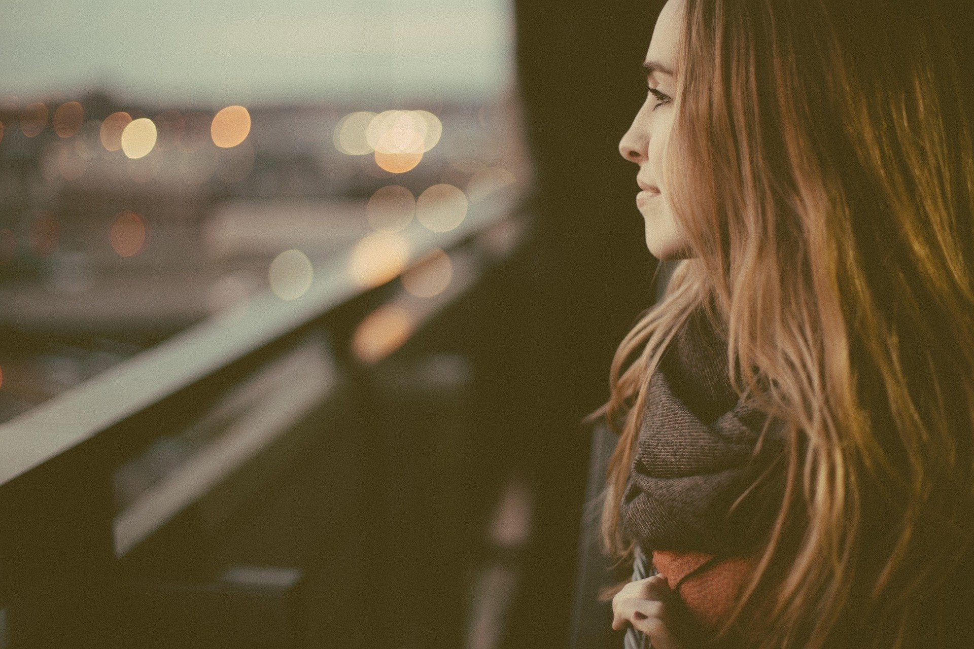 Enjoy Being Alone: A Step-by-Step Guide to Stay Happy for Lonely People