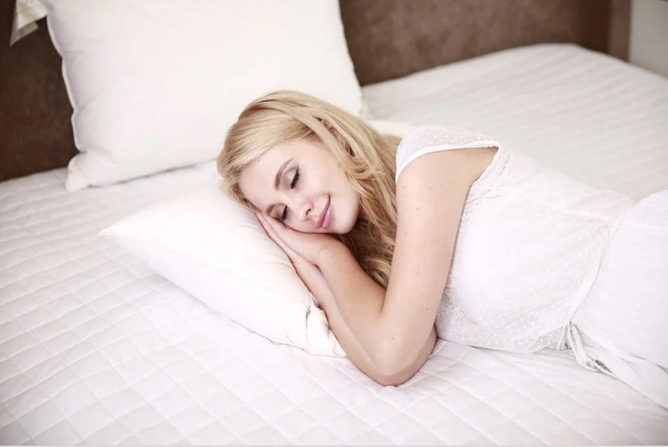 Deal With Cabin Fever Symptoms.woman.sleep.sleeping. www.blisslife.in