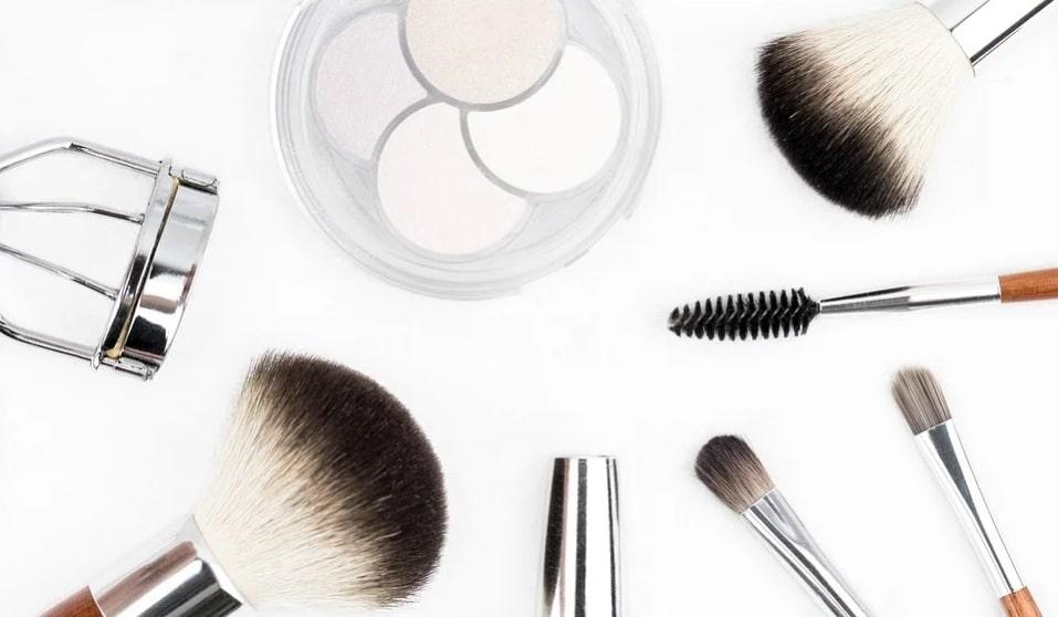 nightly makeup removal. brush. makeup.powder. make-up kit. www.blisslife.in