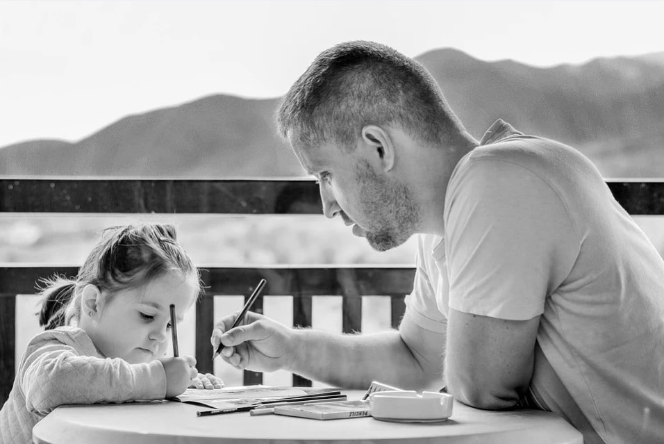 kid. daughter. painting. drawing. man with child. toddler. fatherhood. www.blisslife.in