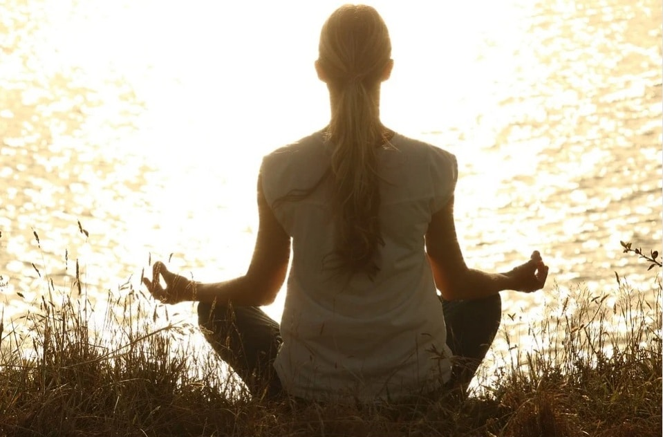 Health Benefits of Yoga. girl. asana. nature. sunlight. river side. meditation. www.blisslife.in