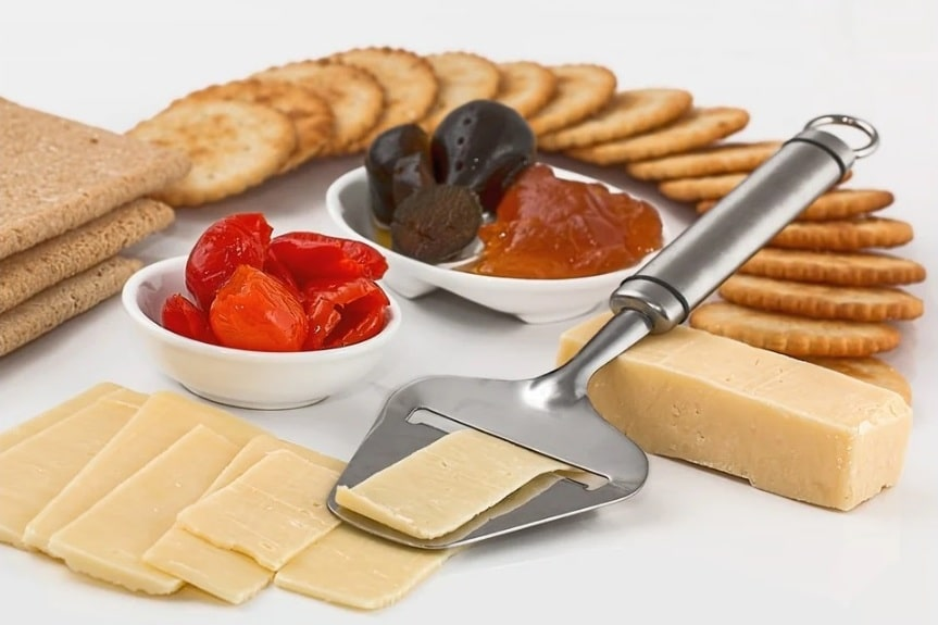 high-protein snacks for active people. Cheese. Cottage cheese.www.blisslife.in