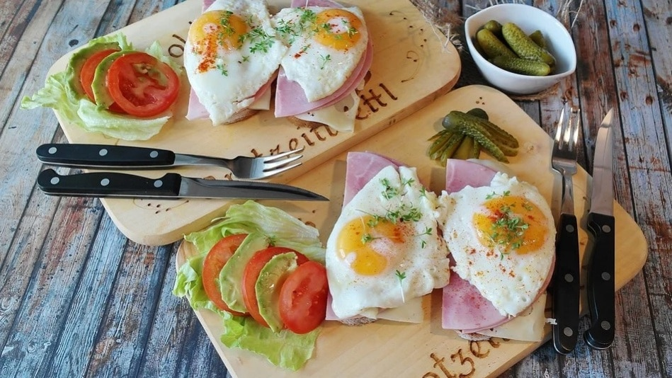 high-protein snacks for active people. Eggs. Cutlery. www.blisslife.in