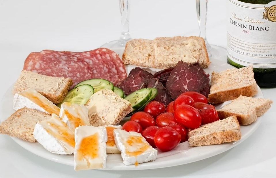 high-protein snacks for active people. Salad. fruit. Bread. Ham. Eggs. www.blisslife.in
